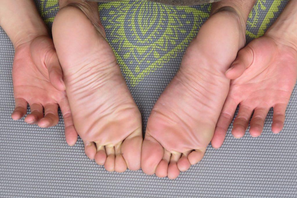 feet-1459461_1920