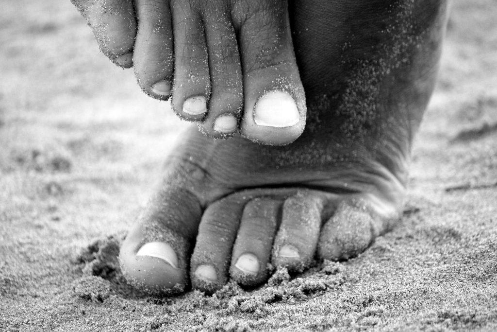 feet-195061_1920