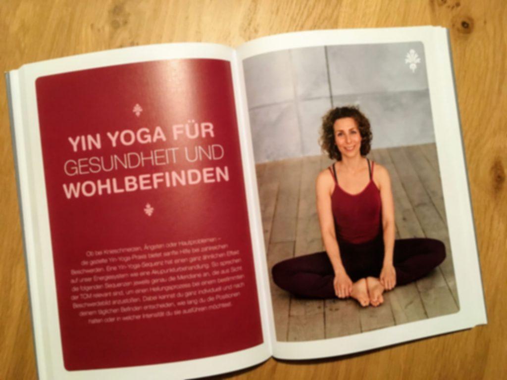 gesund-durch-yin-yoga-von-stefanie-arend-rezensiert-von-claudia-trummer-yoga-aromapflege-doterra
